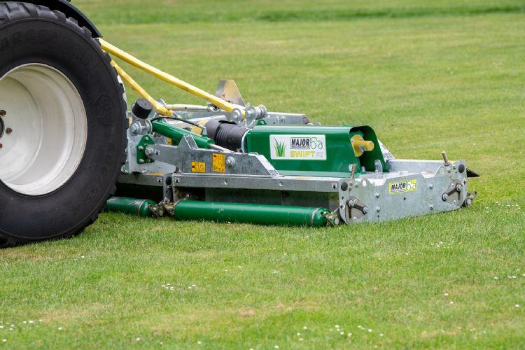 De MJ-400 Major Swift Rollermower heeft drie delen.