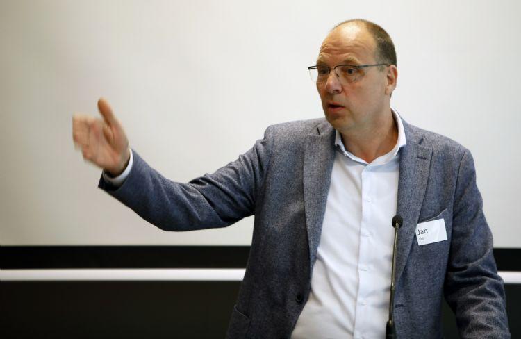 Jan Vrij wil de toenemende juridisering bij de uitvoering van onderhoud een halt toeroepen.