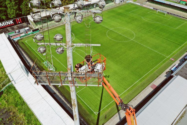 Sportverlichting.com aan het werk in het stadion