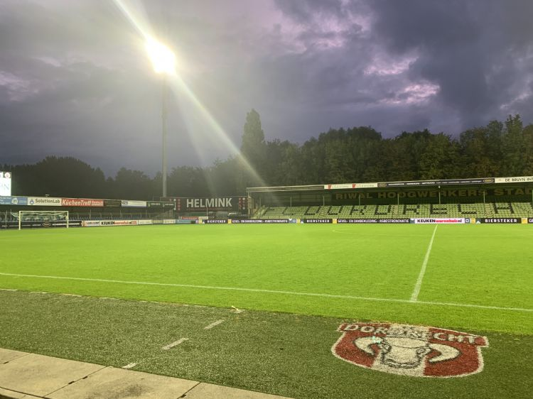 Met nieuwe ledverlichting zet het stadion van Dordrecht weer een stap vooruit.