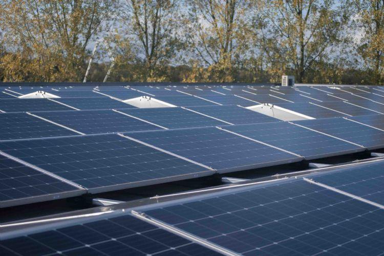 Het pand van SKOR in Almelo is voorzien van 650 zonnepanelen.
