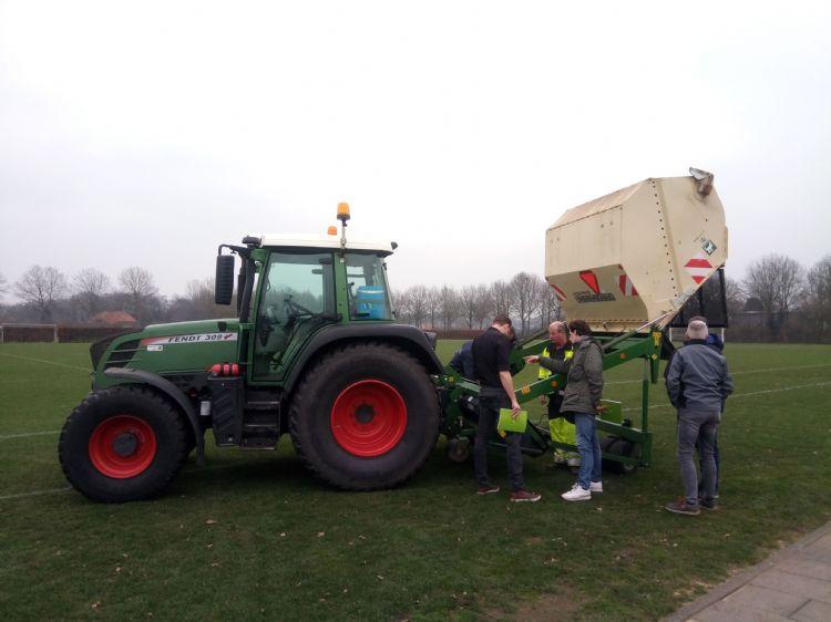 De Amazone-verticuteermachine, die een belangrijke basis vormt voor de zogenaamde 'Schijndelse methode' (foto: Margot Veenenbos).
