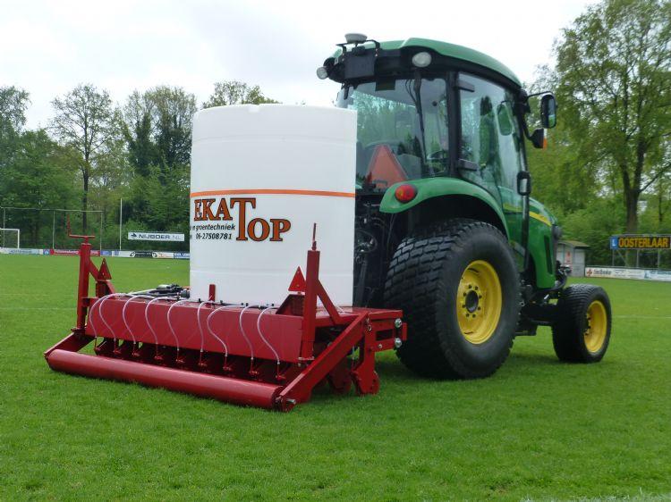Ekatop heeft een machine ontwikkeld die ook op terreinen met hoogteverschil uit de voeten kan.
