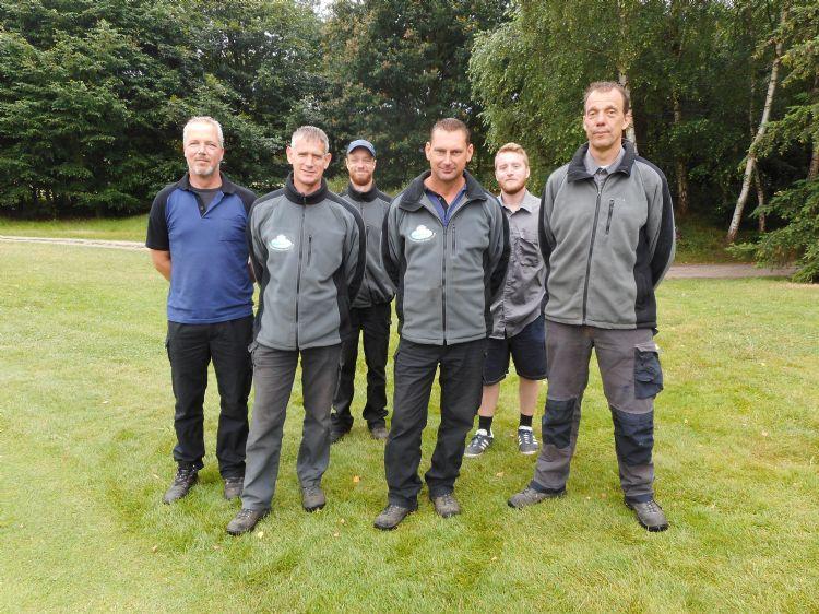 Alex Roovers (greenkeeper/monteur), John Bink (greenkeeper), Myles Bancroft (seizoensgreenkeeper), David Smans (greenkeeper), Sean Mccavana (seizoensgreenkeeper), Arijan van Alphen (hoofdgreenkeeper)