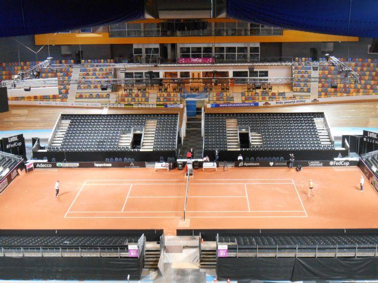 Advantage Red Clay-banen hebben dezelfde opbouw als degene die Wijnbergen Sportbouw maakt voor Davis Cup-banen.