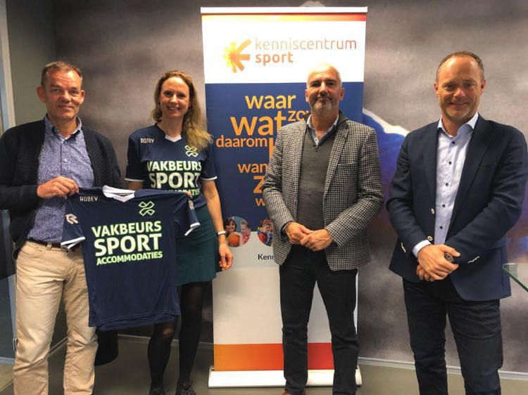 Hans Arends (Kenniscentrum Sport), Sanne Jans (Vakbeurs Sportaccommodaties), Jean Paul Boon (Vakbeurs Sportaccommodaties) en Bert van Oostveen (Kenniscentrum Sport).