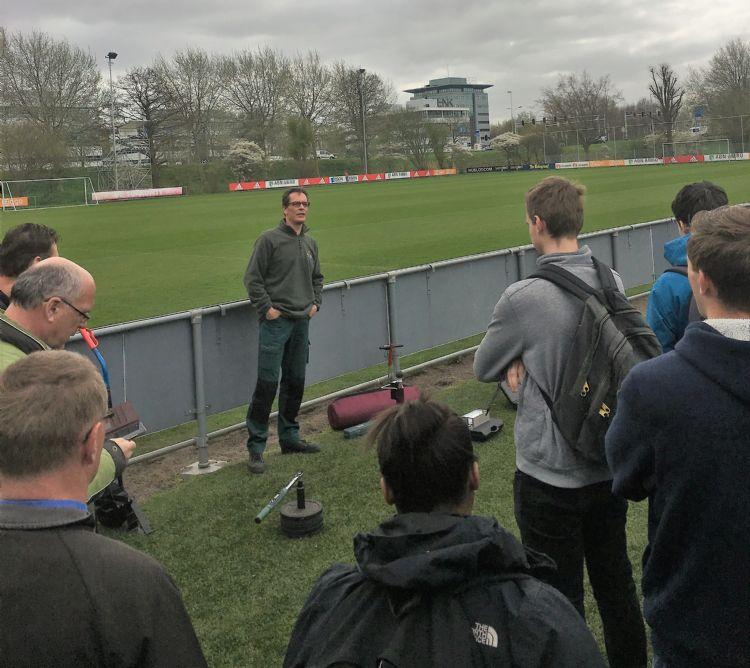 Een archieffoto van de Open Dag Fieldmanagement in 2017 bij Ajax.