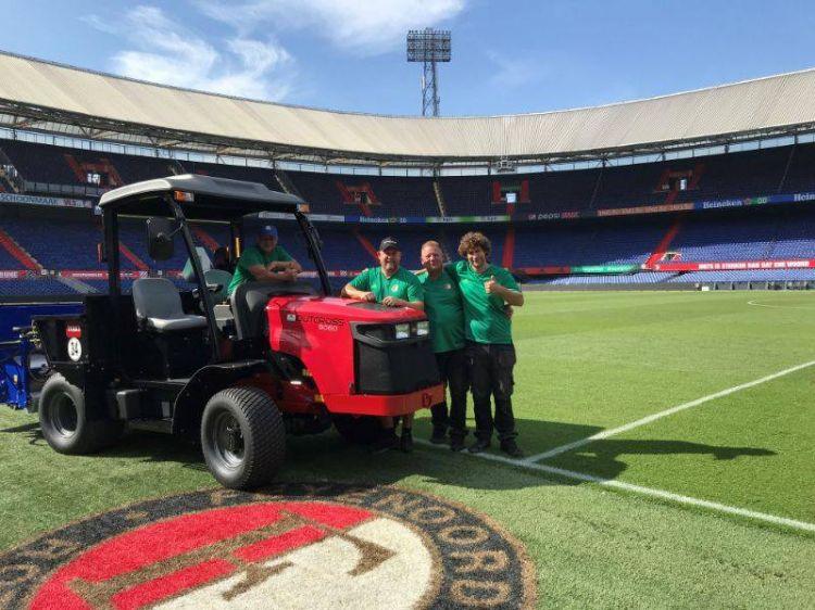 De fieldmanagers met de Toro Outcross en de Fieldtopmaker (bron foto: Jean Heybroek)