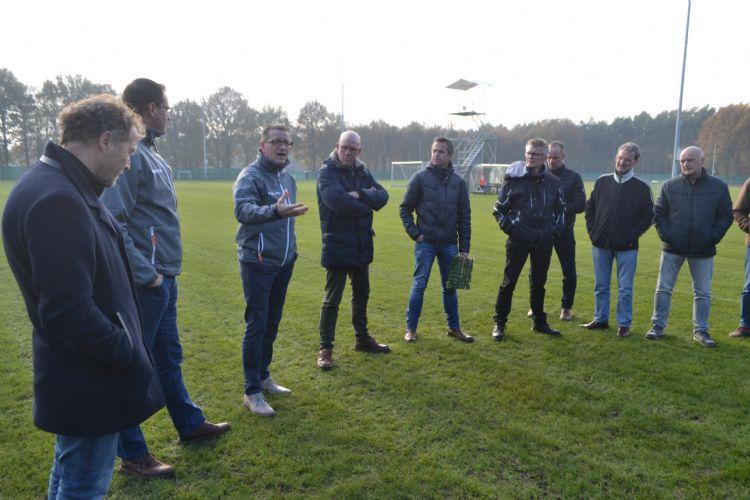 Jan ter Steege (Plann) staat de groep beheerders te woord op Papendal.