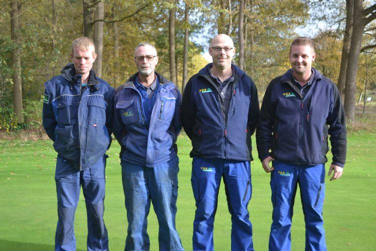 De greenkeepers op DGC De Gelpenberg: Sybrand Remmelts, Gerrit Oonk, Ronnie Edens en Remko Liezen. Op de foto ontbreekt: Stefan Otten.