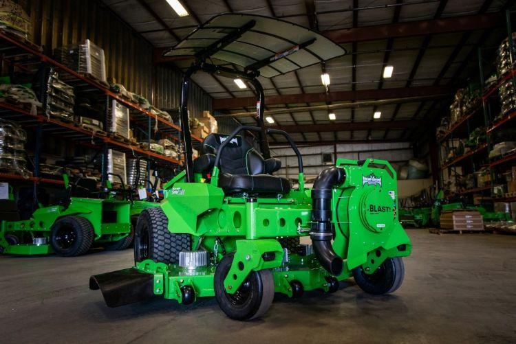 ORV-Blast! gemonteerd op de CXR-maaier van Mean Green.