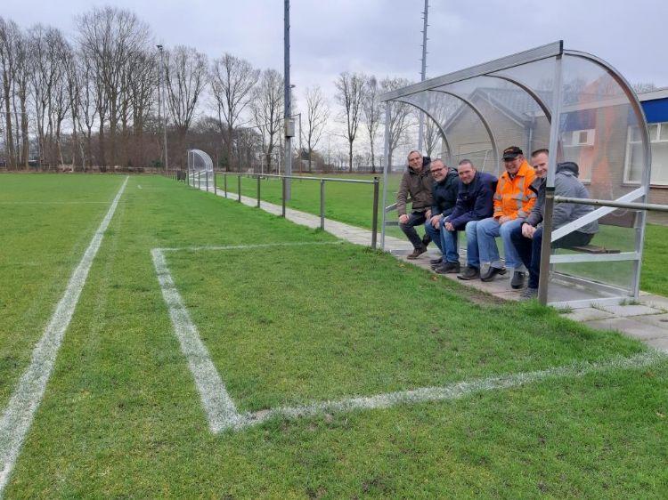 V.l.n.r.: Christ Koolen (Bras Fijnaart), Joost Lambregts (gemeente Bergen op Zoom), Mark van Tilburg (gemeente Bergen op Zoom), Sjaak van Treijen (Lepelstraatse Boys), Jeffrey Jansen (DCM)