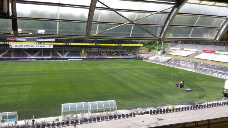 Kunstgras in Stadion De Koel is verleden tijd.