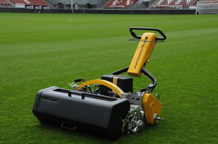 De Infinicut wordt bij diverse profclubs gebruikt, waaronder Feyenoord, Ajax en FC Utrecht.