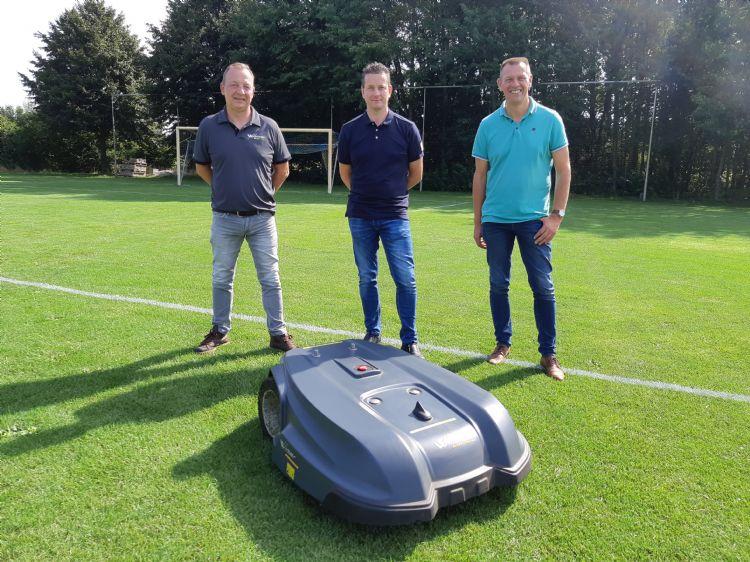 Jeroen Knopert, Wilco Steunebrink en Jacco Meijerhof met de Wiper Yard 2000