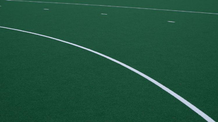Close-up van een Edel ID-hockeyveld