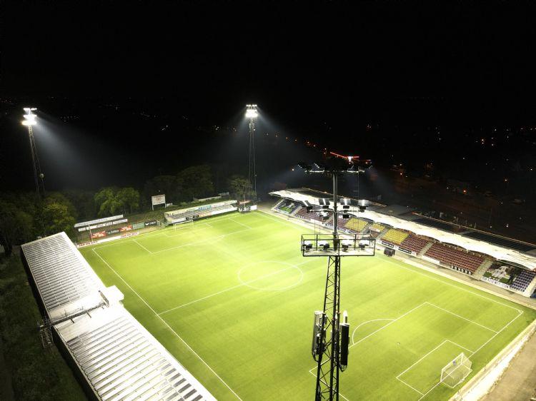Telstar heeft de zevende generatie lampen van AAA-LUX, geïnstalleerd door Sportverlichting.com.
