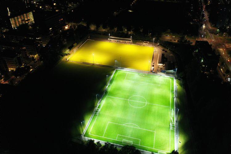 Licht op het veld, maar niet in de omgeving