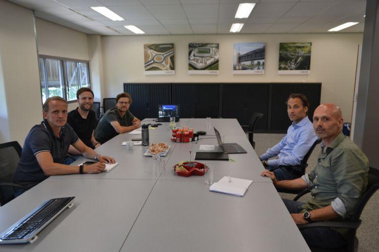 Links: Stefan Rozema, Bas van Haren en Tomas Rongen. Rechts: Bart van Pagée en Seth van der Wielen